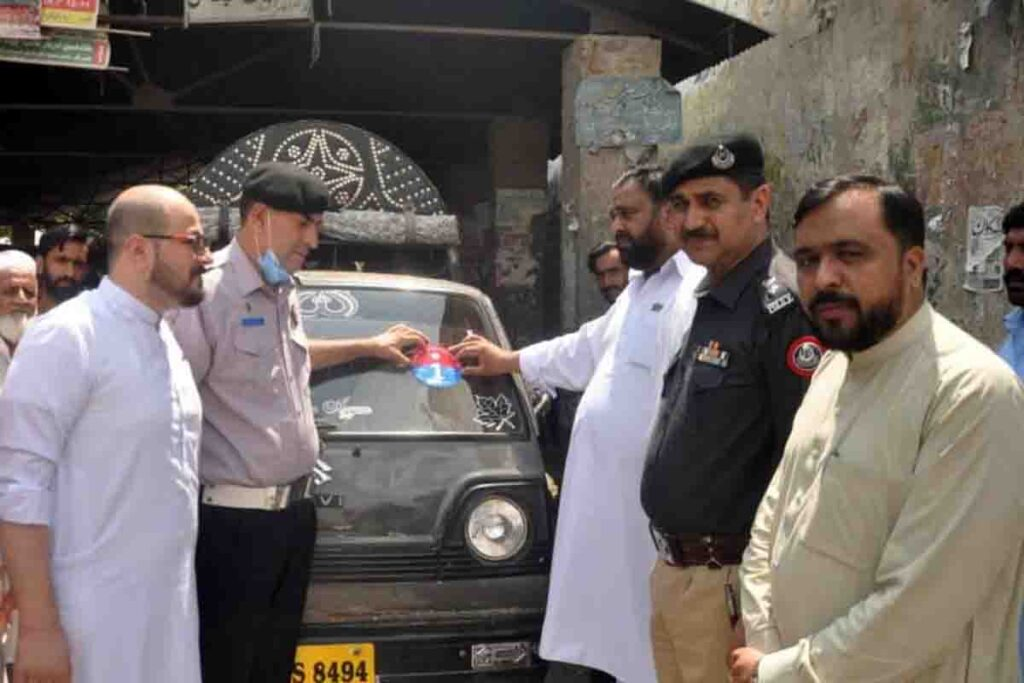 Traffic Warden Restore Route for Local Transport in Abbottabad
