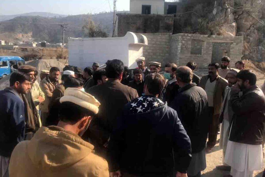 Action on VOH News Crush plants in Village Choona were sealed for two days