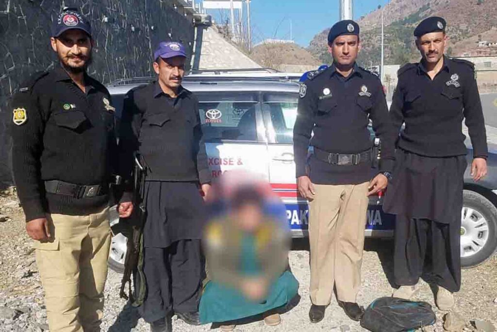 Narcotics Smuggler Caught By EIB SI Naseem Khan on Havelian Interchange