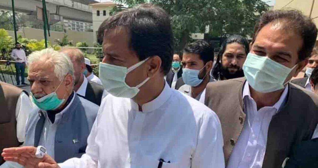 Capt (retd) Safdar, son-in-law of former Prime Minister Nawaz Sharif, appeared in Peshawar High Court in a case of making more money.