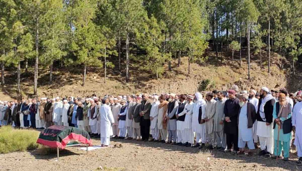 The father of Haroon Tanoli, general secretary of electronic media, was buried in village Bachha Kalan.